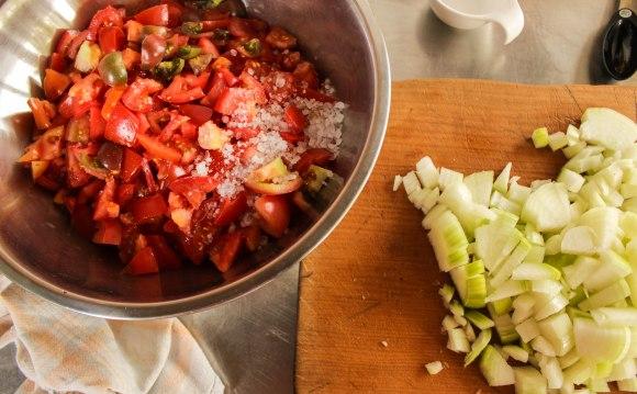 Classic tomato relish